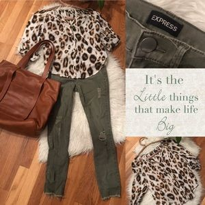 Express Olive distressed jeans for fall 🍁
